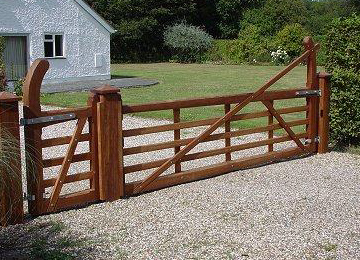 Res 5 bar gates gkw wrought iron kent for Wood driveway gate plans